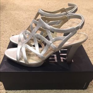 NATURALIZER Size 10.5M   Silver Strappy Heels.